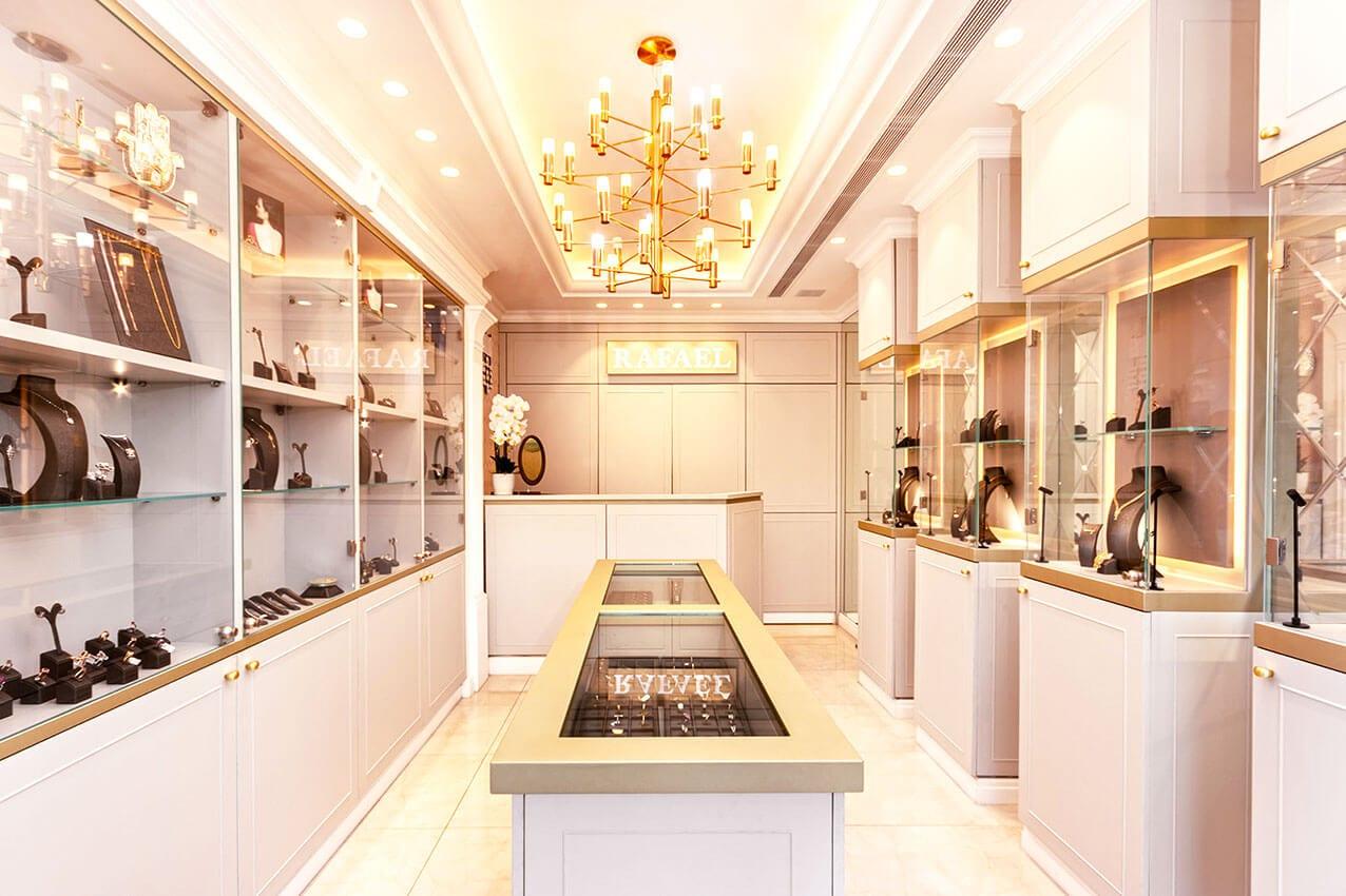 עיצוב פנים של חנות תכשיטים בבורסה ברמת גן מעצבת פנים דובניקוב מריאנה מיטל שומר מסטודיו - אלמנטס אדריכלות ועיצוב פנים