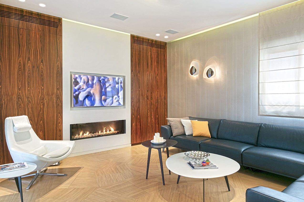פנטהאוז במודיעין, עיצוב פנים חם בשילוב של עץ למראה יוקרתי בקווים נקיים יצירת אמנות של אדריכלית ומעצבת פנים דובניקוב מריאנה מיטל שומר מסטודיו - אלמנטס אדריכלות ועיצוב פנים