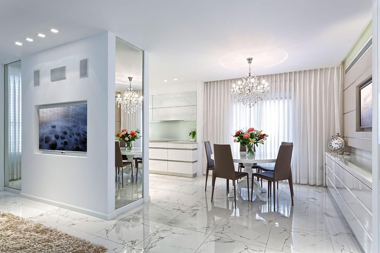 דירה בצפון, עיצוב פנים בגוונים בהירים, יצירת אמנות של אדריכלית ומעצבת פנים דובניקוב מריאנה מיטל שומר מסטודיו - אלמנטס אדריכלות ועיצוב פנים